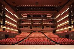世界的なオペラ、バレエなどの総合舞台芸術が公演可能な2,005席の「メインホール」